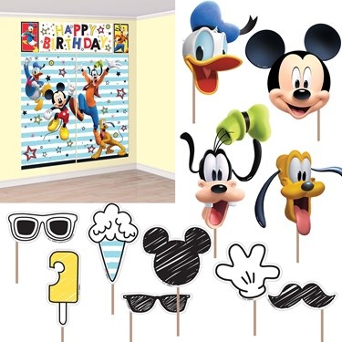 Mickey On The Go Scene Setter Wall Decoration