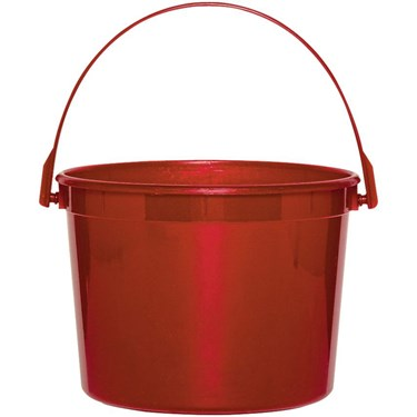 Red Favor Bucket